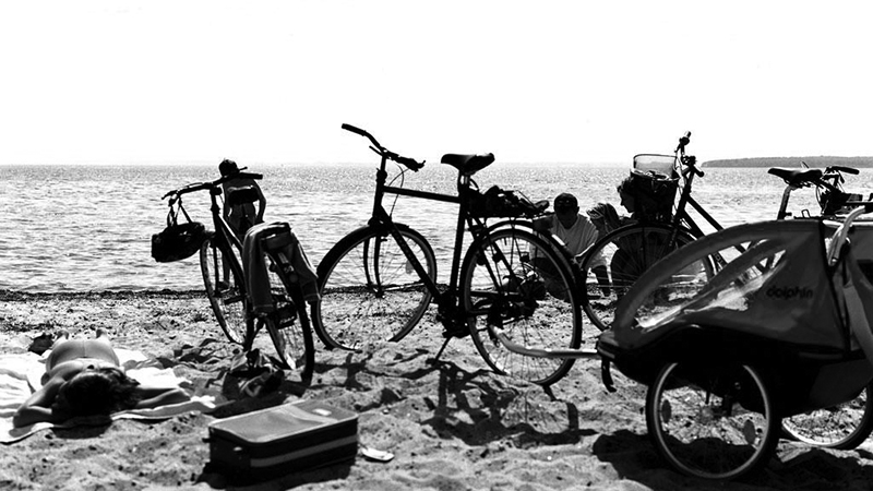 Cycling_Holiday with the family on the beach